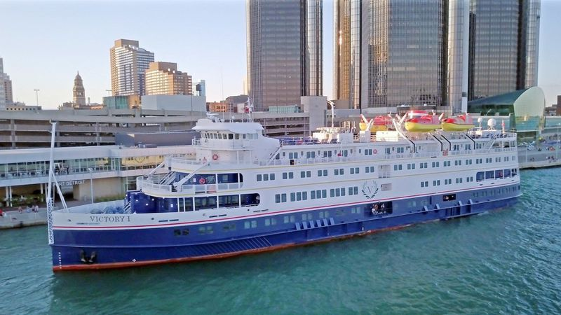 Cruise Ships on the Great Lakes !!! - Great Lakes EXPLORER